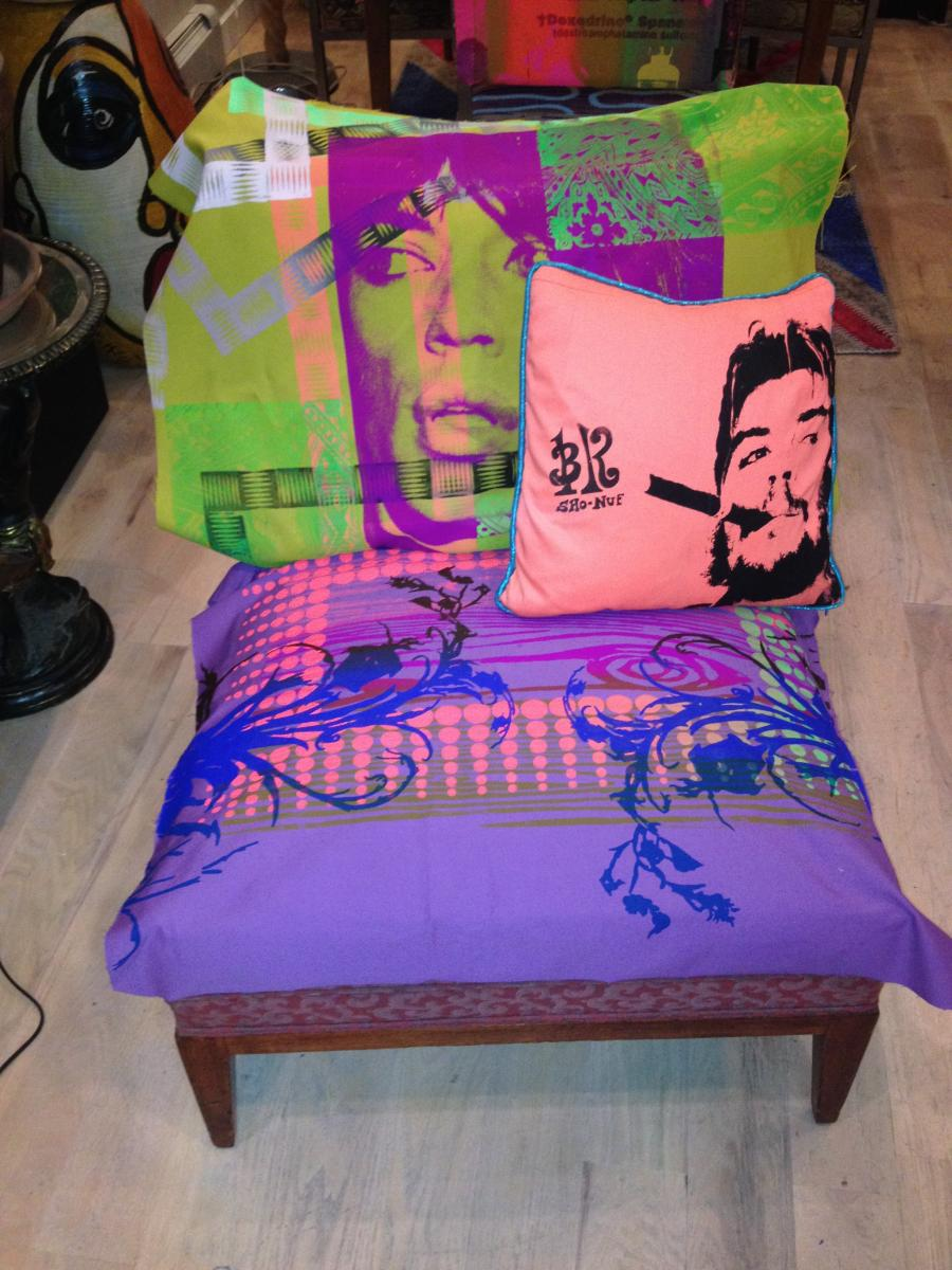 MICK CHAIR WITH CHE PILLOW